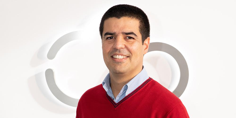 Avelino Veloso, Finance Director